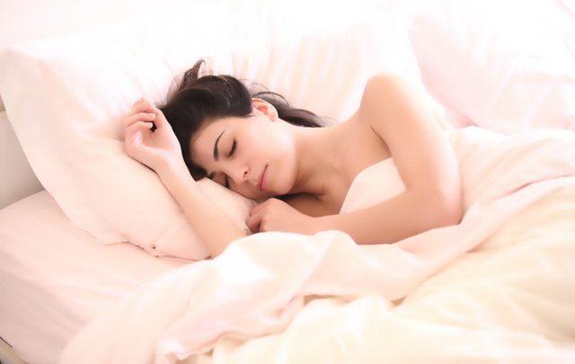 Guide: Kurer søvnløshed med disse overraskende nemme tips